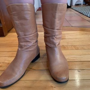 Light brown mid rise boots